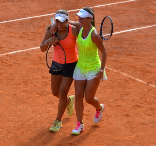 Spanish Girls win their key doubles